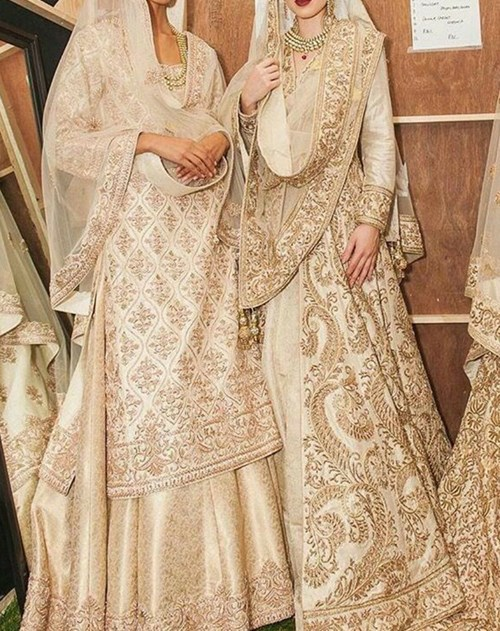 When drenched in gold embroidery, the grace offered by white bridals transcends every other color!