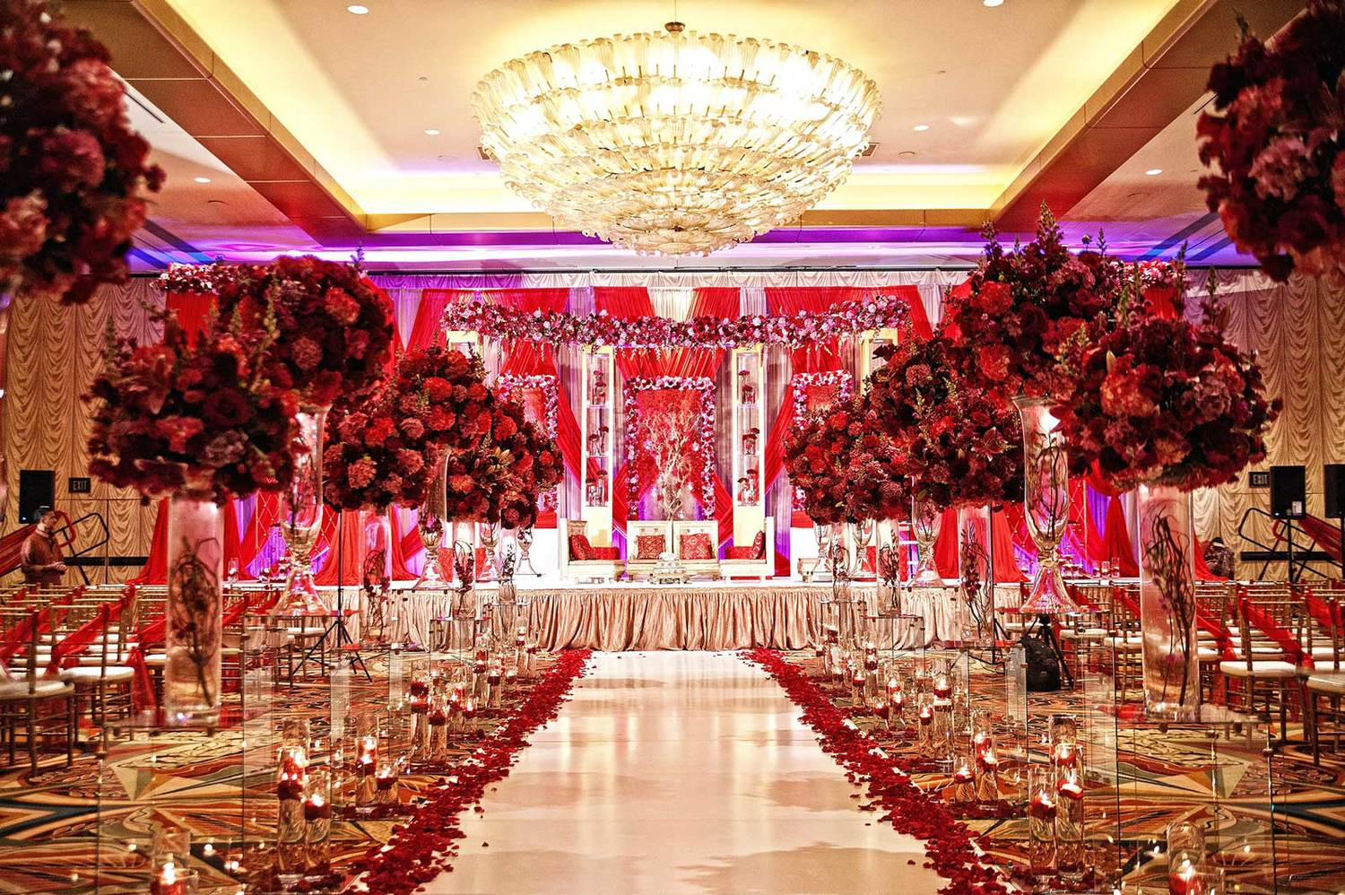 Five Glamorous Ways to Pick Your Style on Baraat Venue Décor
