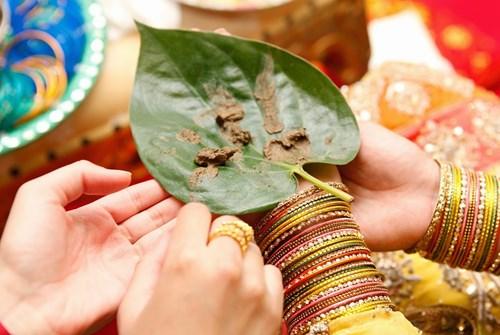 Henna on Betel Leaf