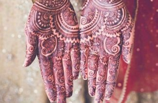 12 Fabulous Poses to Show off Your Mehndi