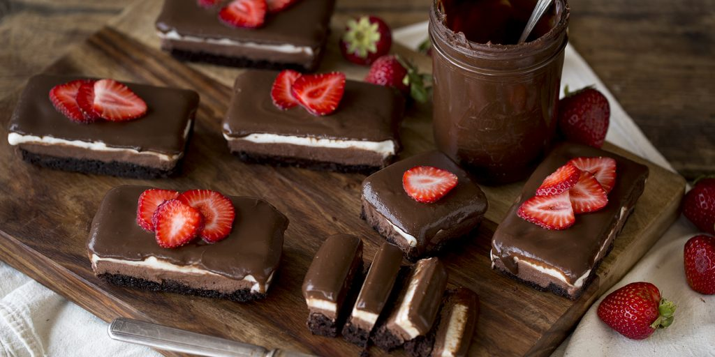 Delicious Mini Chocolate Dessert Treat Ideas For Your Sister's Bridal Shower