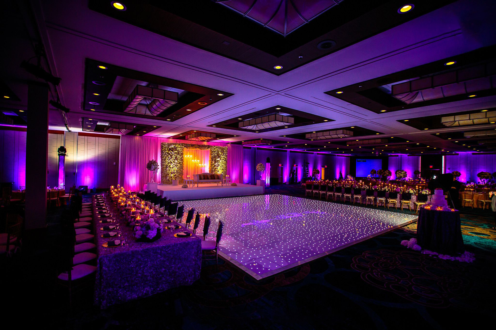 Amazing Dance Floors That Light up the Wedding