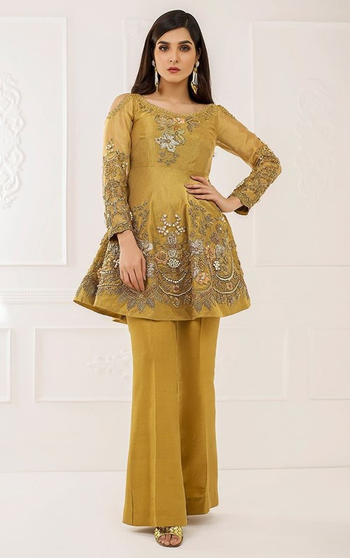 Sunset Gold by Tena Durrani – Rs. 100,000