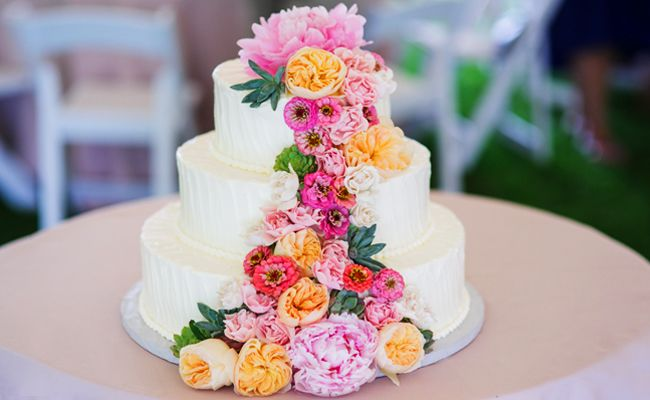 fresh flower wedding cake.jpg