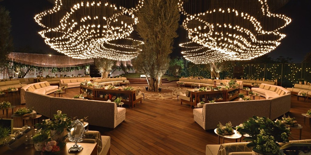 20 Hanging Wedding Décor Ideas We Have Fallen For