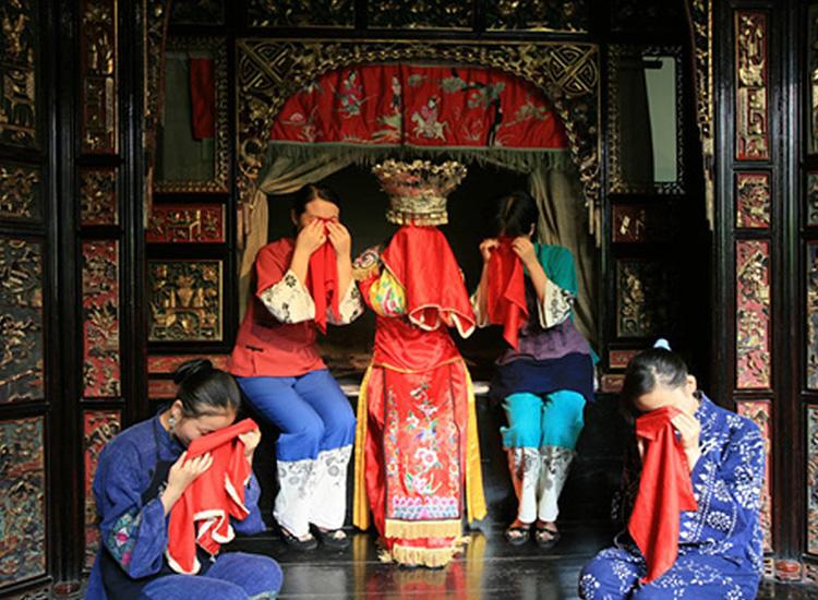 Preplanned_crying_-_China_Tujia_im9v2c.jpg