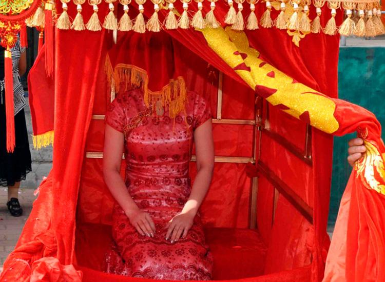 red color is must in chinese weddings.jpg