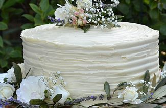 Seven Proven Ways to Save Money on Your Wedding Cake