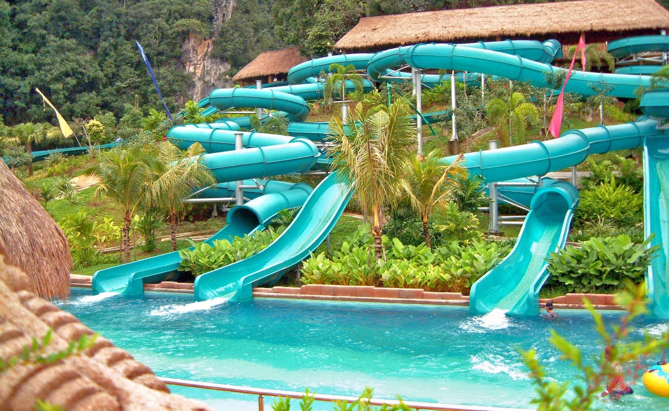 8.Theme Park Honeymoon