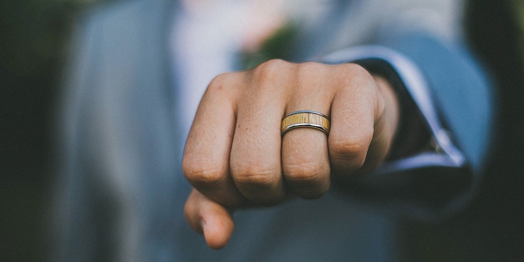 Mangagement Rings: Commitment Metal For Men!
