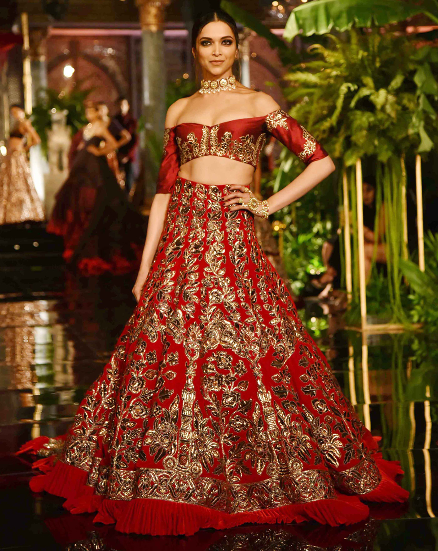 ed546bec4c The beauty with brains has a strong style statement that is going to be a  major inspiration for us this wedding season. What about you?
