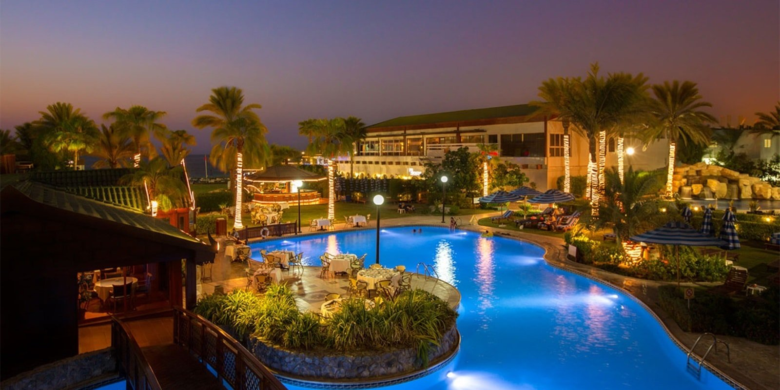 7.	Dubai Marine Beach Resort & Spa