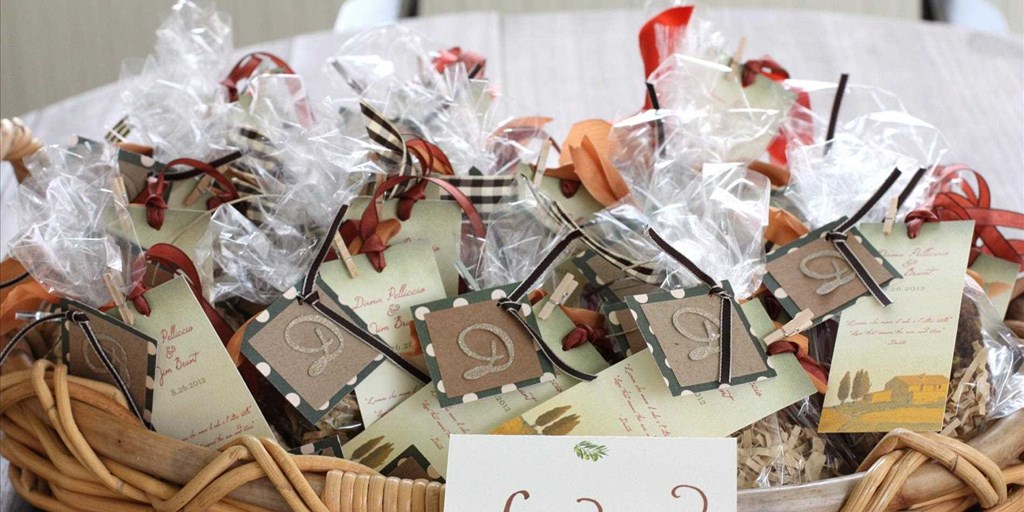 0f526140b14 10 Personalized Bridal Shower Favours That Your Guests Will Fall in Love  With