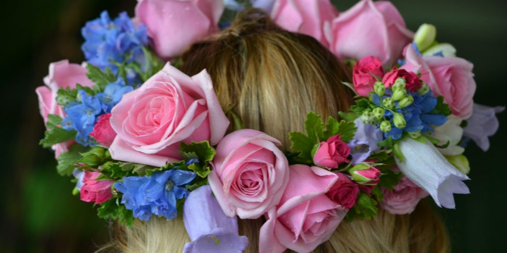 Floral Hairstyles To Upgrade Your Mehndi Attire
