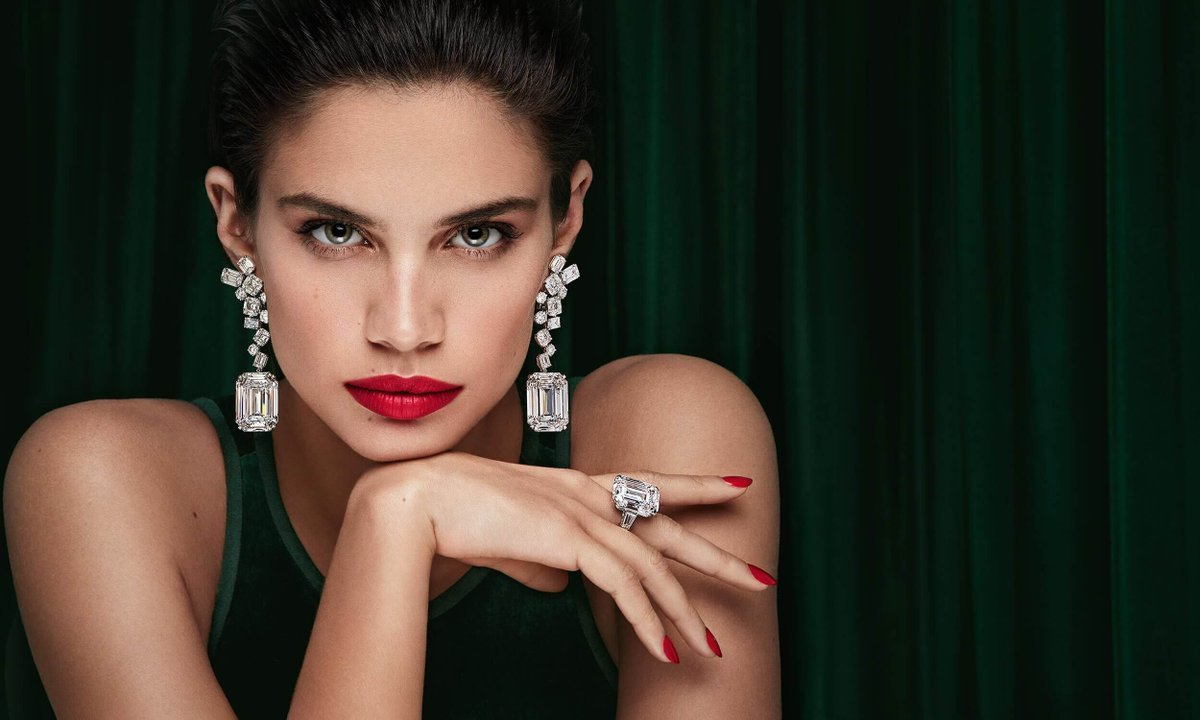 You Will Not Be Able To Resist These Diamond Masterpiece Earrings by Graff