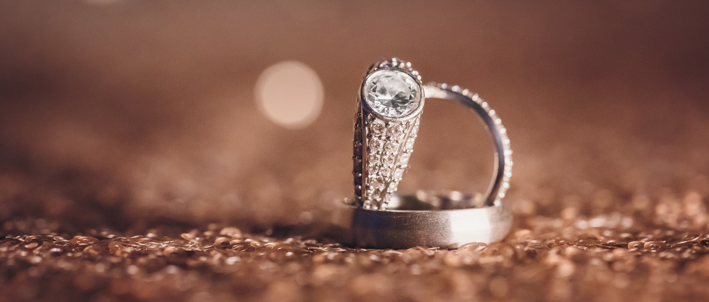 Gold vs Platinum: What's Better For Your Ring?