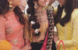 Mehndi Hair Style Ideas for the Bride's Best Friend
