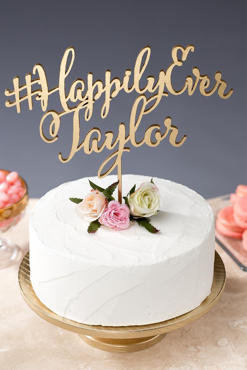 1.Hashtag Your Wedding Cake: