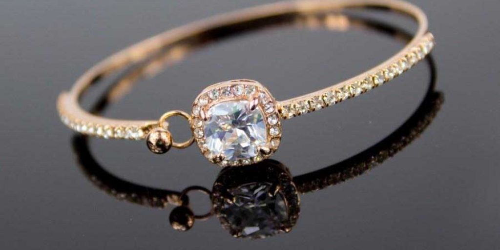 8 Gold Bracelet Designs Your Partner Can Buy For Your Anniversary Gift