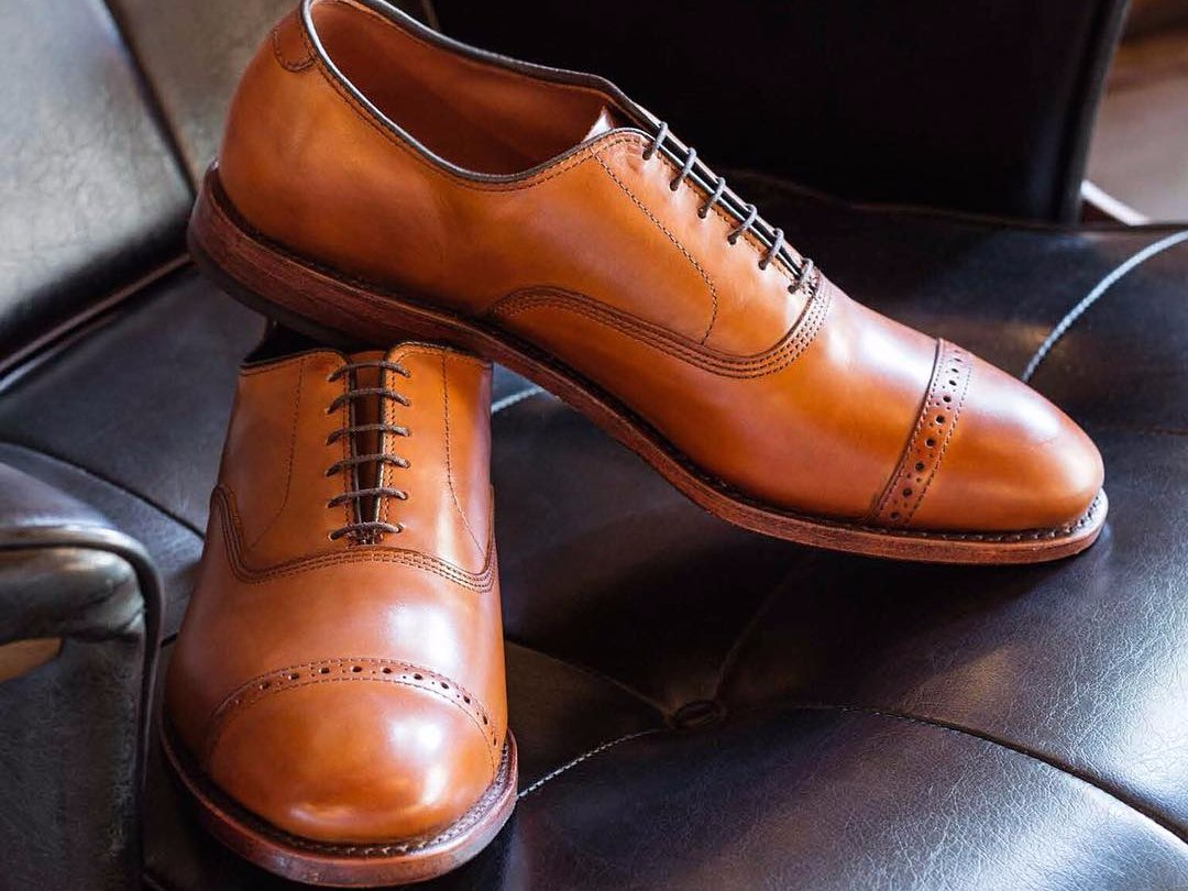 9.One pair of evening shoes or lace-ups