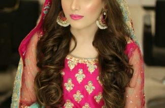 Here's How You Can Do Your Own Makeup On Your Mehndi!