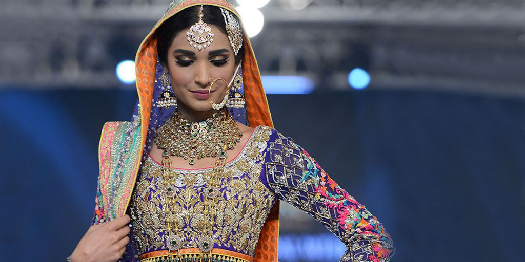 10 Mehndi Dresses To Bookmark Right Now!
