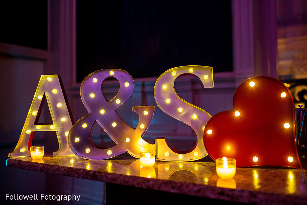 7.	Attractive Neon Signs