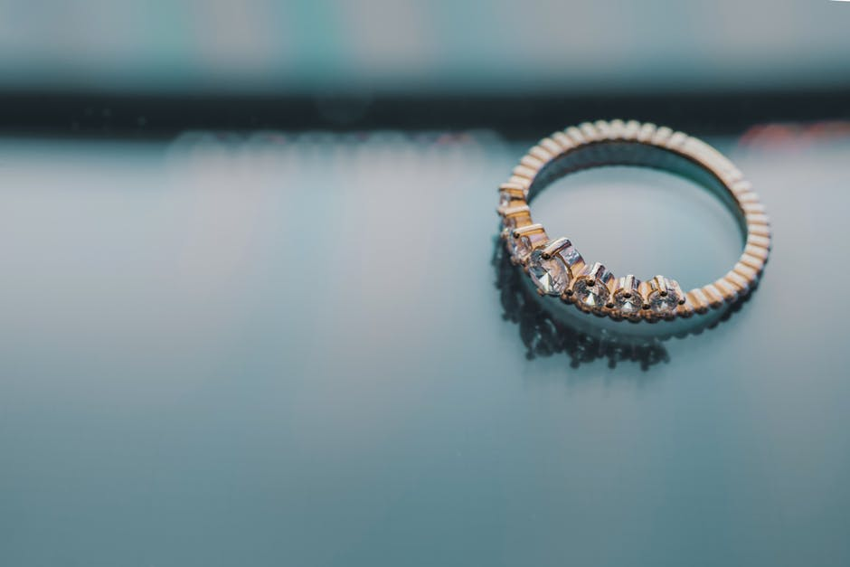Perfect Ring Choices For The Special 'Moun Dikhai' Moment