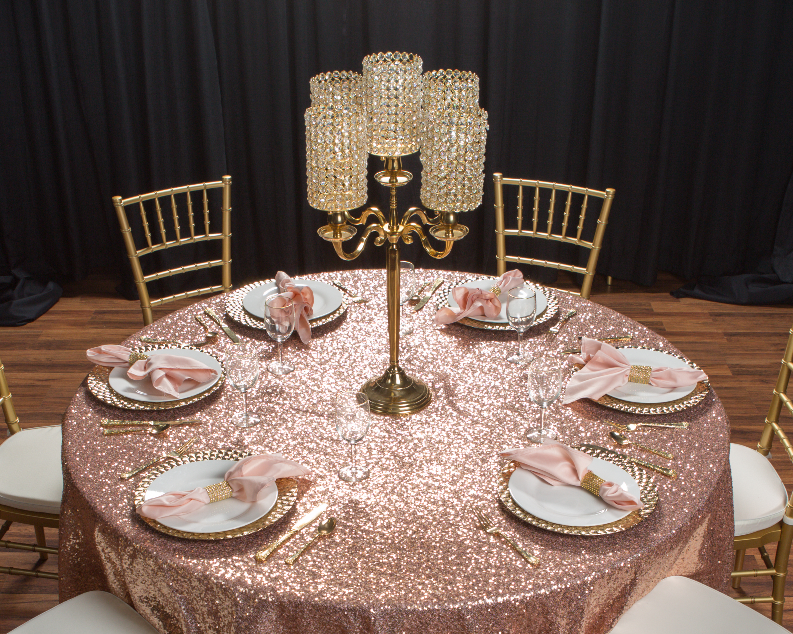 6.Textured Linen to Increase Table Décor