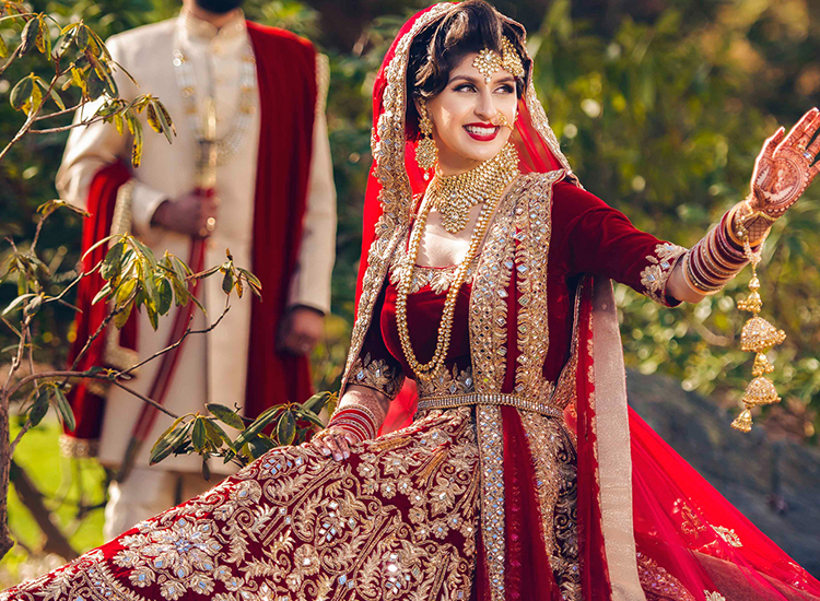 wedding dress according to weather.jpg