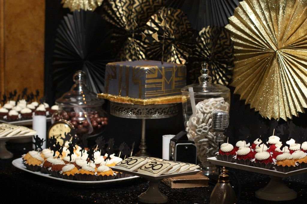 Gatsby wedding cake and sweets