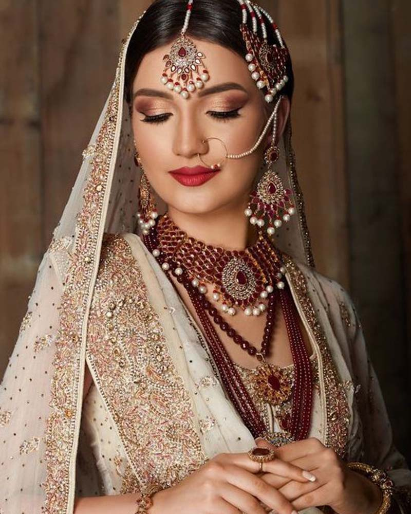 Brides With A Round Face