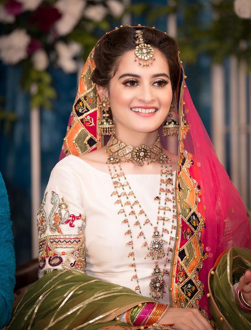 15 Princess,Perfect Looks For Mehendi , Bridals.PK