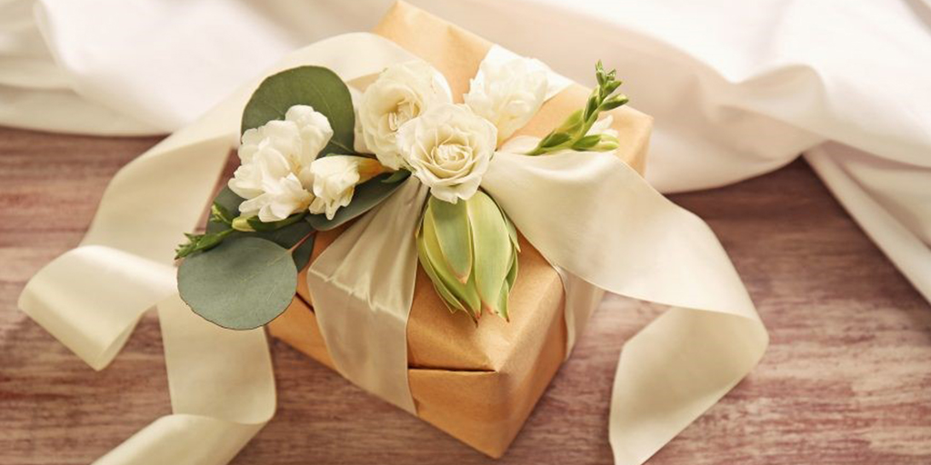 Grooms Guide: 7 Memorable Wedding Presents For Your Bride-To-Be