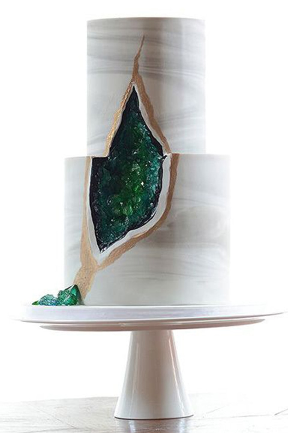 White and Green Wedding Cake for green decor