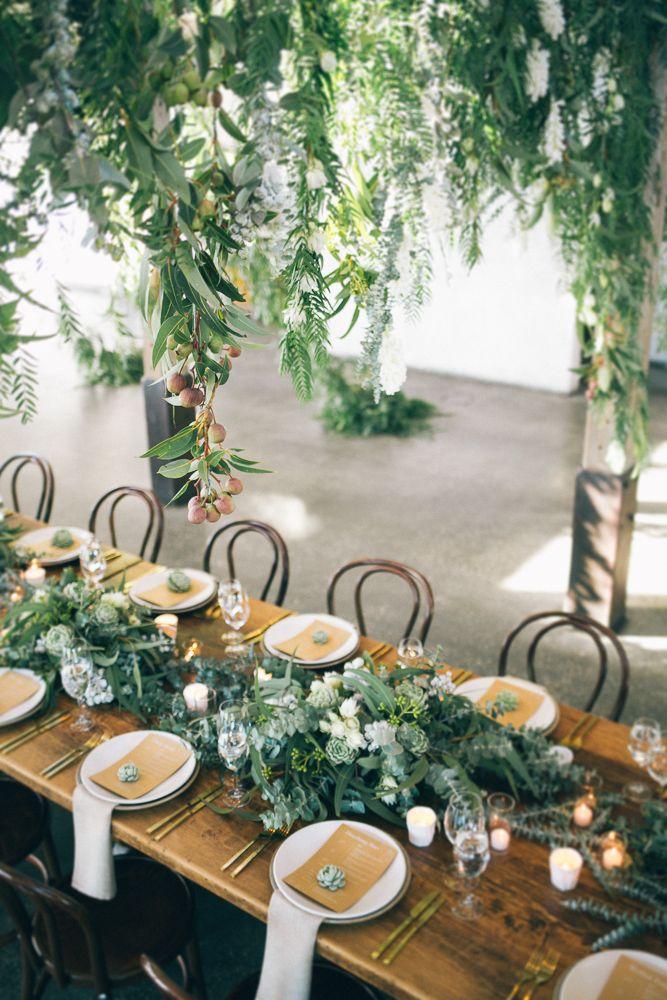 Green wedding decor dinning table