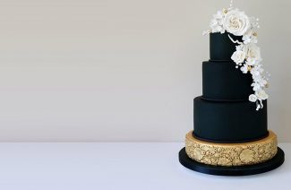 Gorgeous Black Wedding Cakes For The Unconventional Brides