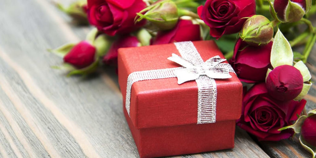 3 Important Factors That Will Help You Decide How Much to Spend on a Wedding Gift