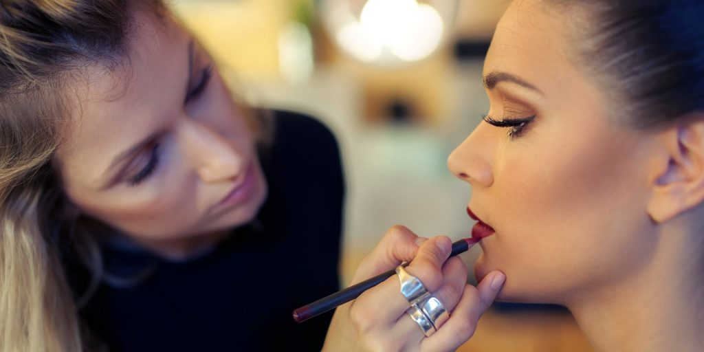 Signs That Your Makeup Artist Isn't Taking You Seriously