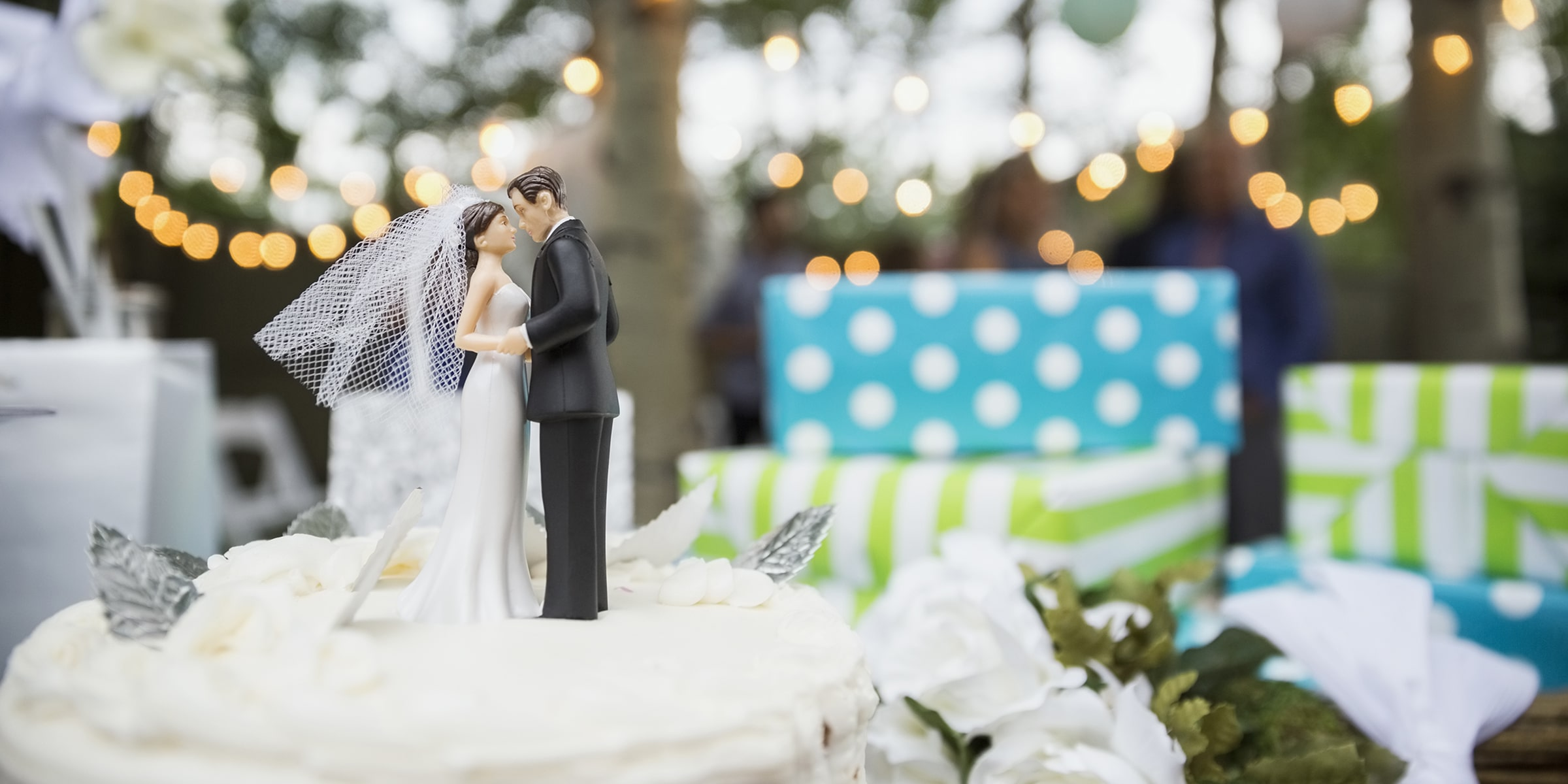 30+ Best Wedding Gifts You Can Get for the Couple Getting Married