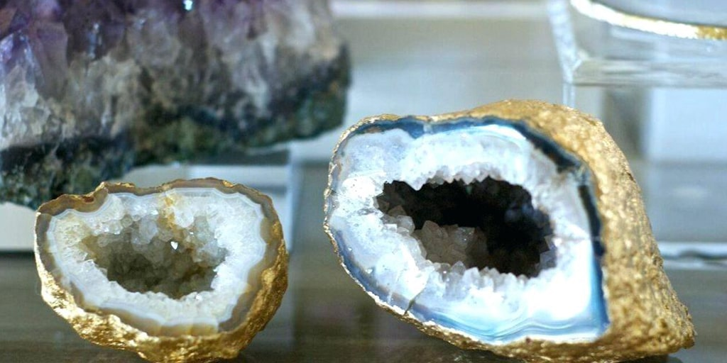 Here's How to Incorporate Breathtaking Geodes Decor into Your Wedding