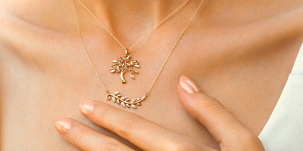 9 Romantic Pendants Gift Inspiration for the Woman You Love