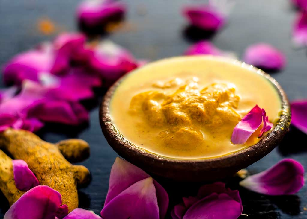 Turmeric with Besan mask for skin treatment