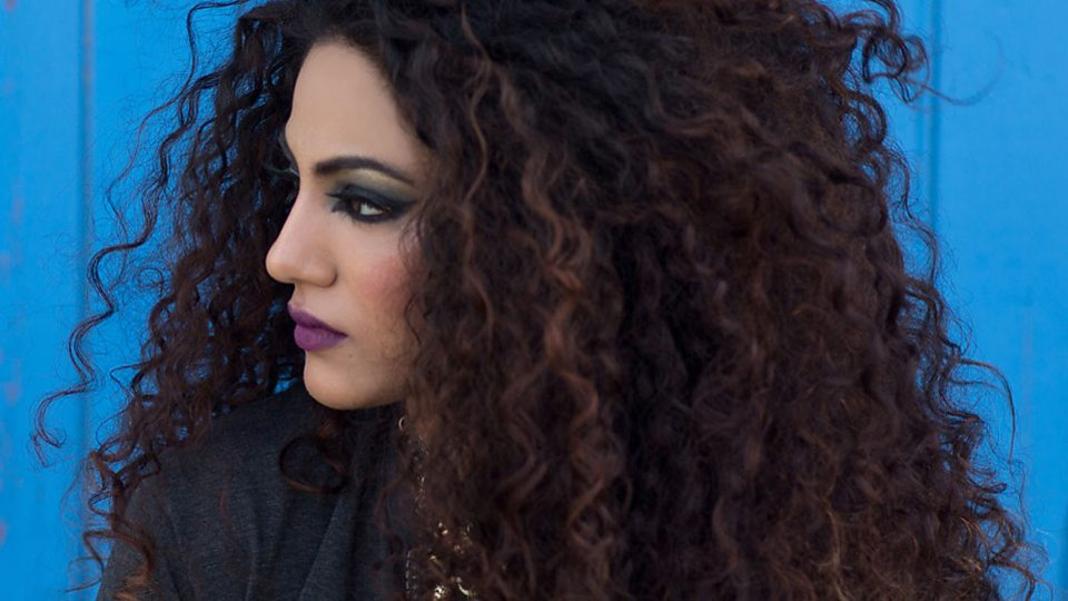 Complete Guide To Grooming Curly Hair Without Hassle Is Here!
