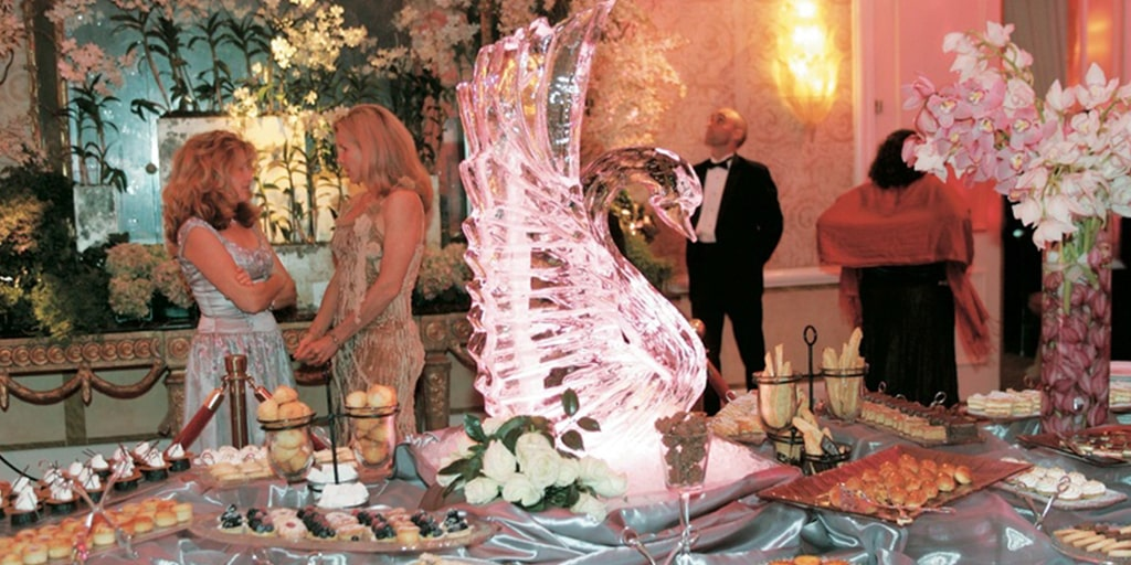 Borrowing Ice Sculptures from West to Amplify Your Wedding Décor
