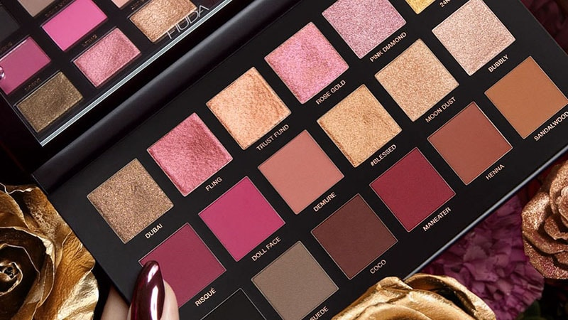 3.	Huda Beauty Rose Gold Remastered Eyeshadow Palette