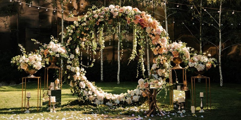 7 Perfectly Festive Wedding Flowers to Adorn Your Summer Wedding