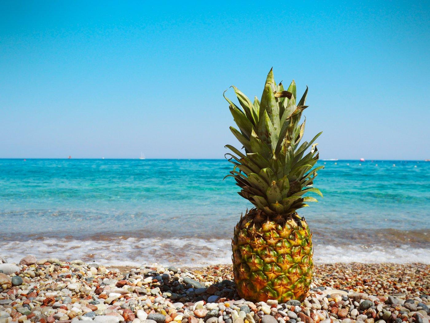 Яркие летние картинки ананас, для