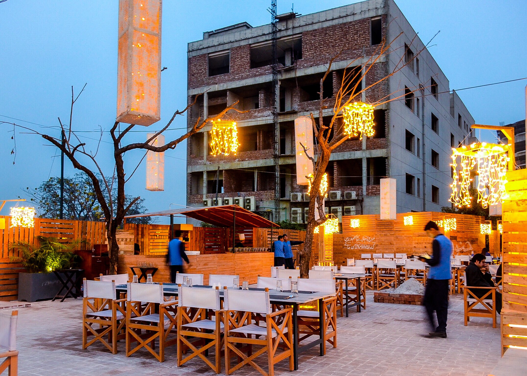 lahore dating cafe)